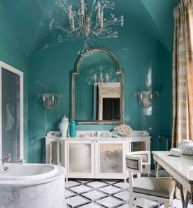 Бирюзовые стены ванной в стиле классика