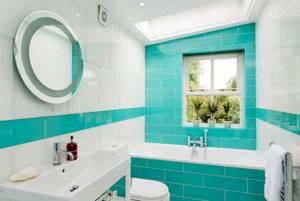 Интерьер ванной в бело-бирюзовом цвете